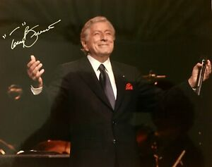 TONY-BENNETT-Autographed-Framed-8x10-Concert-Photo-Signed-in-Person