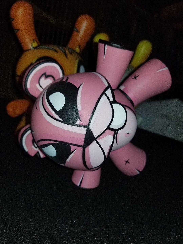 Rosa wippe joe ledbetter jede städtische vinyl dunny kaninchen designer abbildung tragen