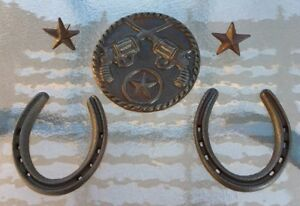 Rusty-Glossed-cast-iron-WESTERN-STARS-GUNS-HORSESHOES-wall-decor