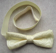 """VINTAGE MENS DICKIE BOW TIE BOWTIE 1980s PALE SHIMMERY LEMON YELLOW 15"""" TO 17"""""""