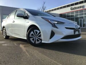 2016 Toyota Prius Technology Advanced with Park Assist!