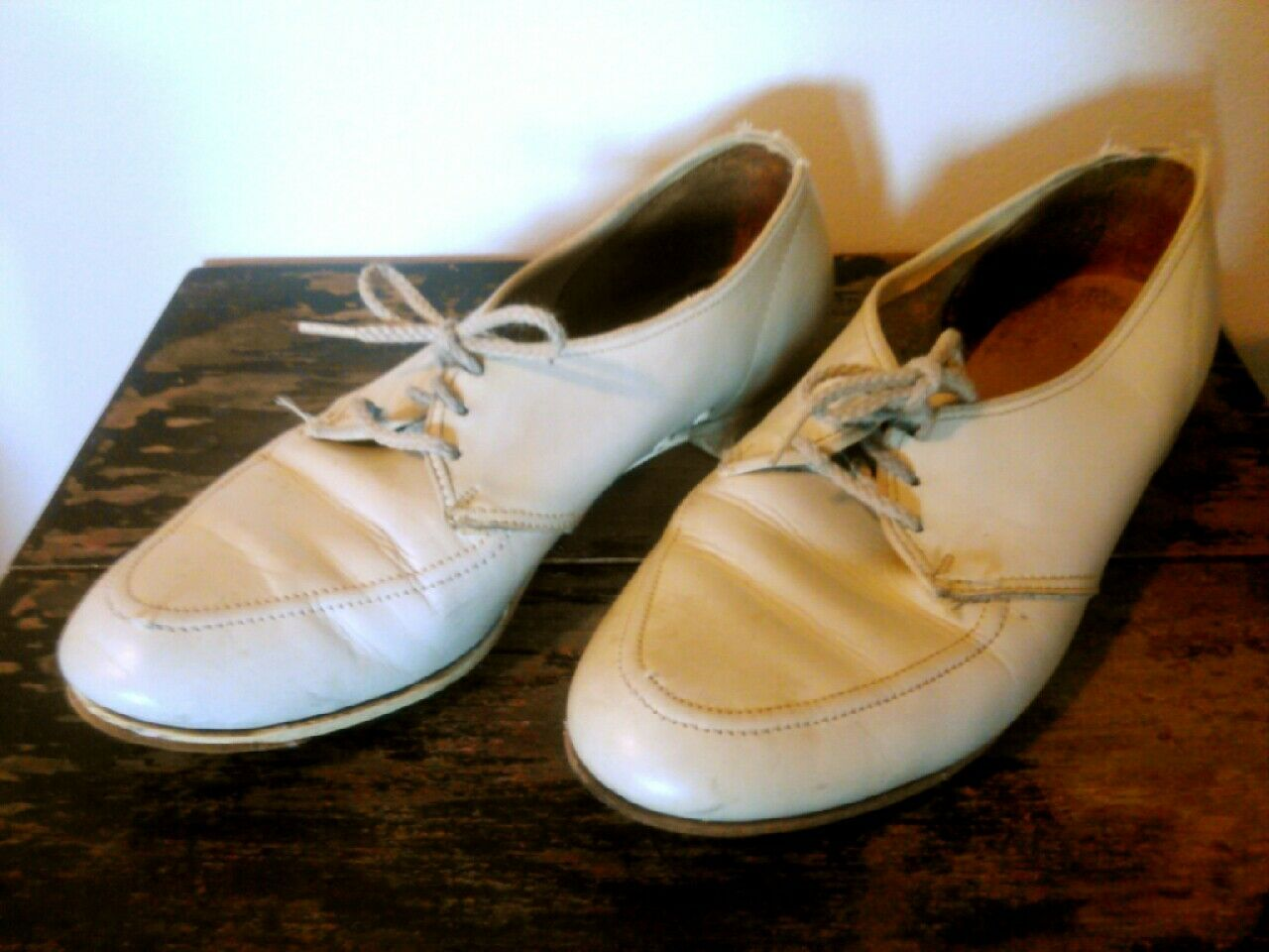 Vtg Right Handed Leather Cream Womens Bowling shoes Bowling Ball Graphic Heels