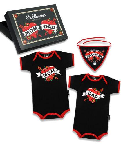 Six Bunnies Mom /& Dad Tattoo Style Baby Body Strampler Geschenkset Gift Set