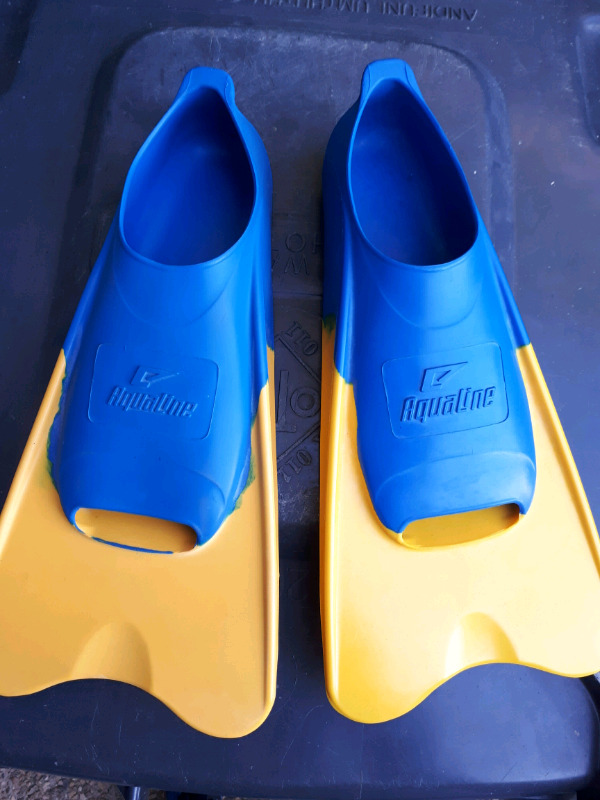 Aqualine Flippers size 5-7