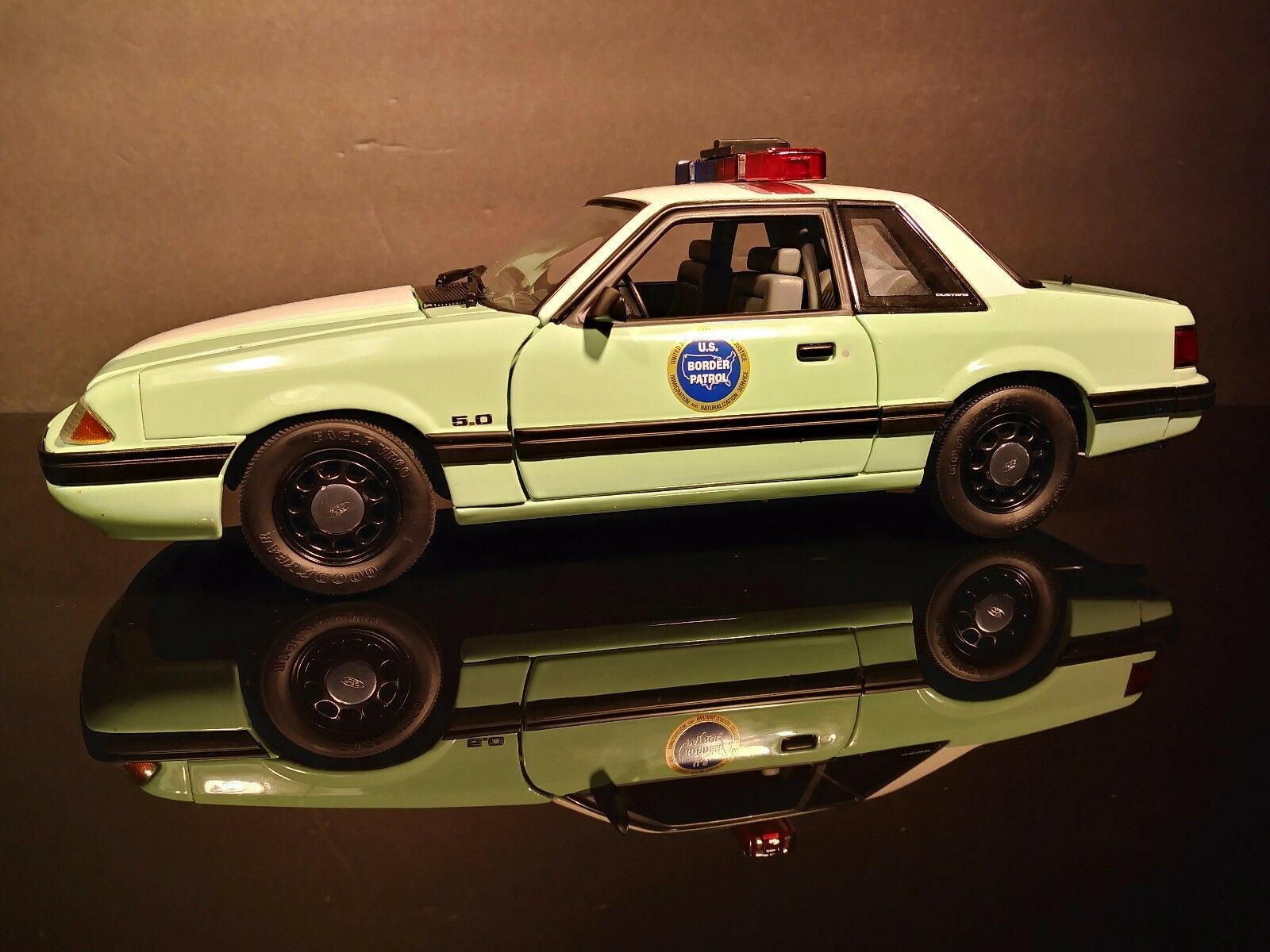1 18 GMP Ford Mustang 1988 UNITED STATES Border Patrol SSP 2017 Nouvelle Version Comme neuf in box