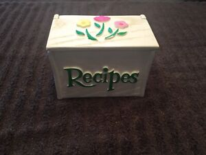 Vintage-1985-Hand-Painted-Wooden-Recipe-Box-Made-For-FTD-USA