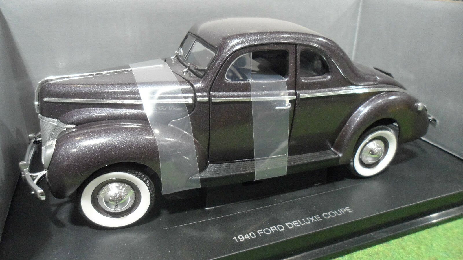 FORD DELUXE COUPE 1940 viola 1 18 UNIVERSAL HOBBIES voiture miniature collectio
