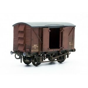 10-Ton-Ventilated-Meat-Van-Dapol-Kitmaster-C041-OO-plastic-Wagon-model-kit