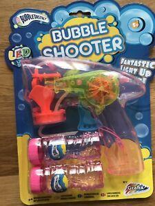 Pistolet-bulles-BUBBLE-SHOOTER-LED-lumineux-qualite-superieure-avec-2-recharges
