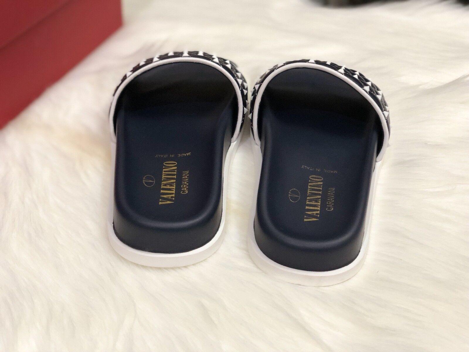 NIB  725 725 725 Valentino Stud Leather Slides 042c2b