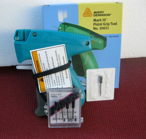 Avery Dennison  Clothing Price Tagging Gun Plus 4 Extra needle