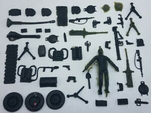 Vintage-1965-Thingmaker-Fighting-Men-Lot-of-40-Completed-Molded-Items-Weapons