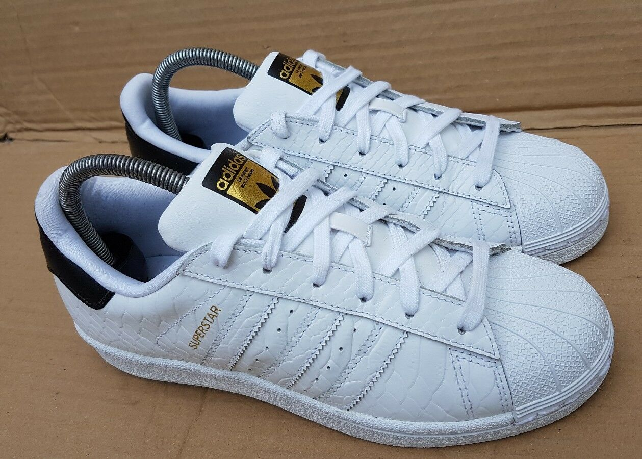 GORGEOUS ADIDAS SUPERSTAR Blanc AND Noir TRAINERS IN Taille 5RARE DESIGN