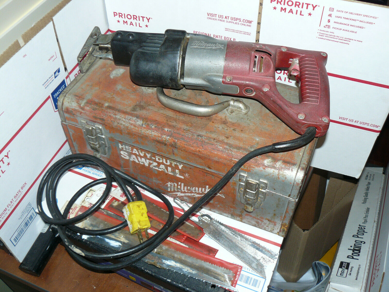 Milwaukee 6506 H.D. Variable Speed Sawzall  Carry Case & used blades free ship