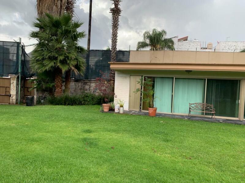 Casa en Venta a Precio de Terreno en Colonia Vallarta Sur