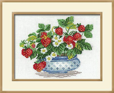 RIOLIS  870  COUNTED  CROSS STITCH  KIT -BASKET OF STRAWBERRIES