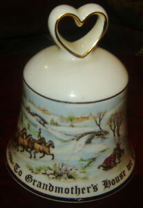 ROYAL-DOULTON-CHRISTMAS-BELL-PORCELAIN-TO-GRANDMOTHER-039-S-HOUSE-WE-GO-BONE-CHINA