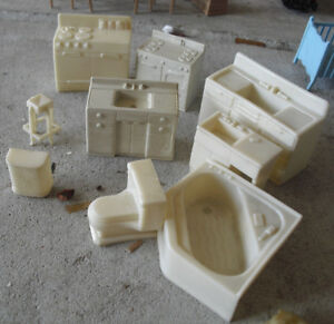 Lot-of-9-Vintage-Marx-Dollhouse-Furniture-White-Kitchen-Bathroom-Pieces