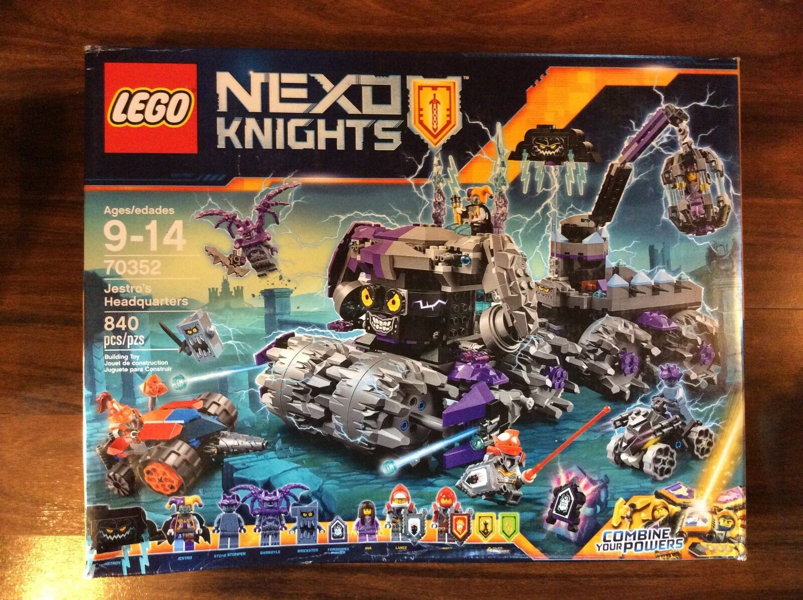New Lego Nexo Knights Jestro's Headquarters Set 70352 in Sealed Damaged Box