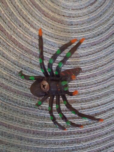 Petite Araignée Micro Tube Cache Récipient Pour Geocaching est livré avec un Log Book
