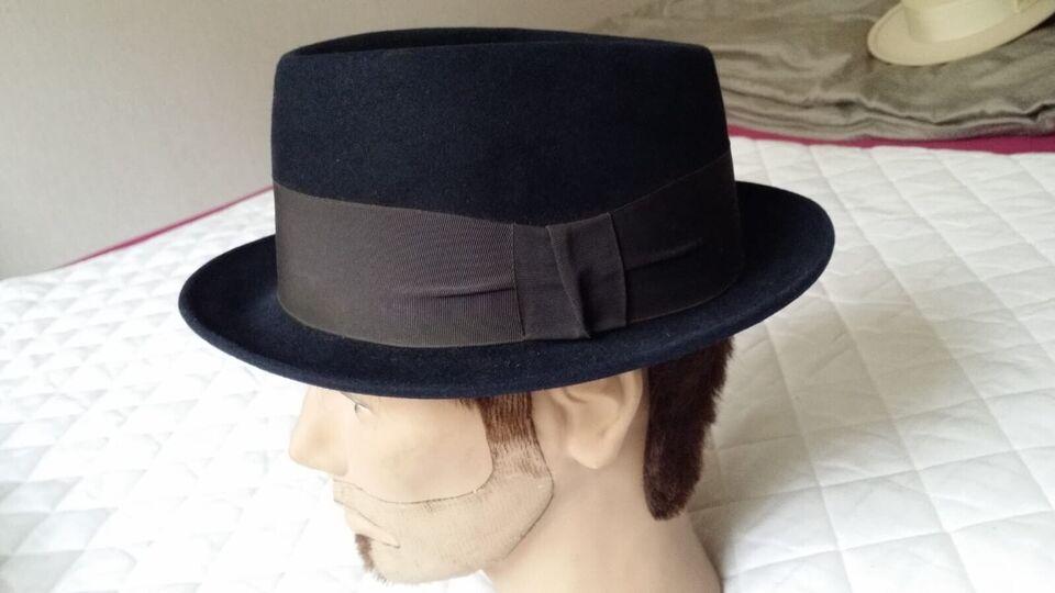 Hat, Failsworth, str. 56