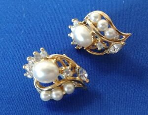 VINTAGE-ESTATE-FAUX-PEARL-amp-RHINESTONE-EARRINGS-GOLD-TONE-POST-amp-CLIP-ON