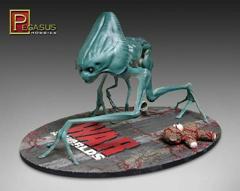 Pegasus   War of the Worlds   Alien Creature Model Kit, 1 8 Scale [9007]