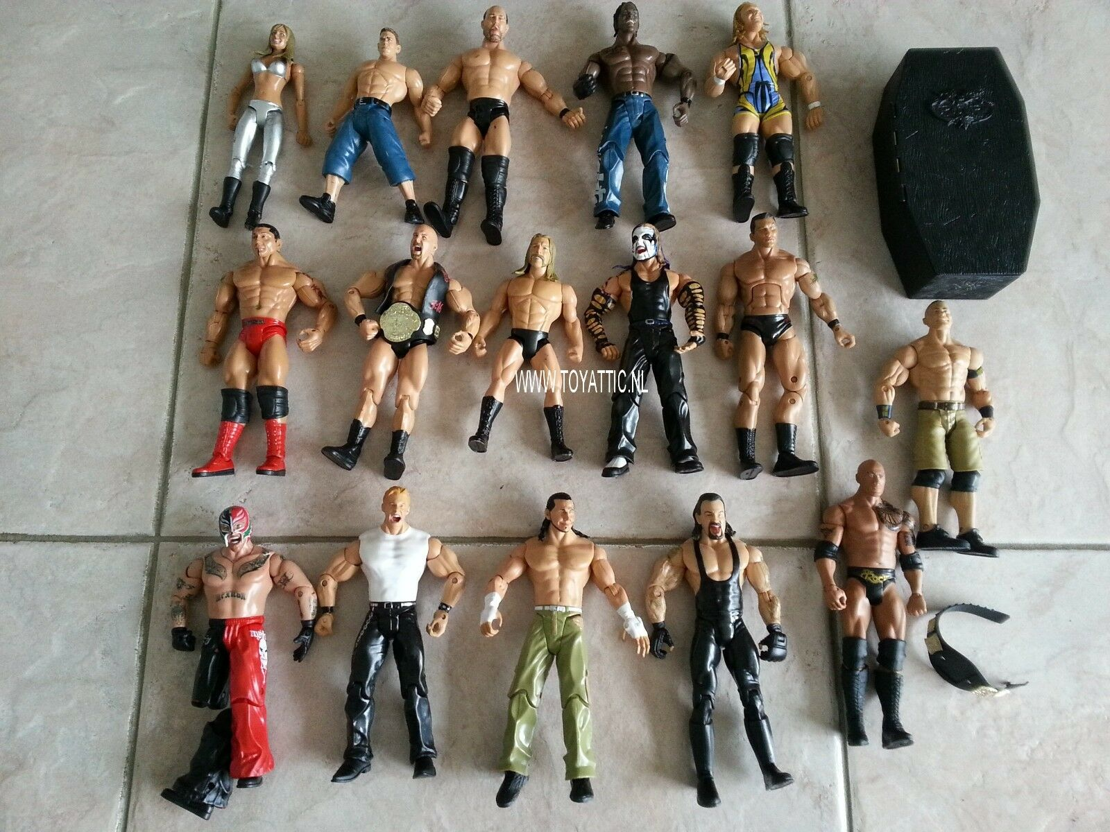 WWE wrestling action figures hugh lot of 16 figures jakks pacific mattel titan