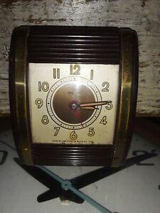 Vintage-1950s-Westclox-Travalarm-brown-Bakelite-brass-alarm-clock