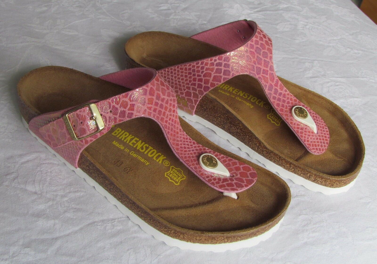 Último gran descuento NEW Birkenstock Gizeh Ladies Pink Shiny Snake Skin Effect Mules Sandals Size 4.5