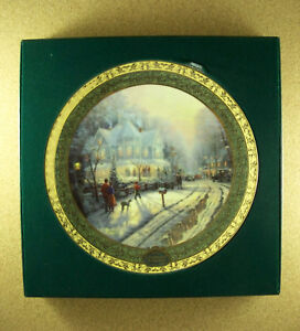 Thomas-Kinkade-039-s-Cherished-Christmas-Memories-A-HOLIDAY-GATHERING-Plate-1-1999