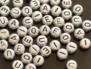 50 piezas chapado en plata alfabetos letras cuentas de acrílico 7mm vocal pack