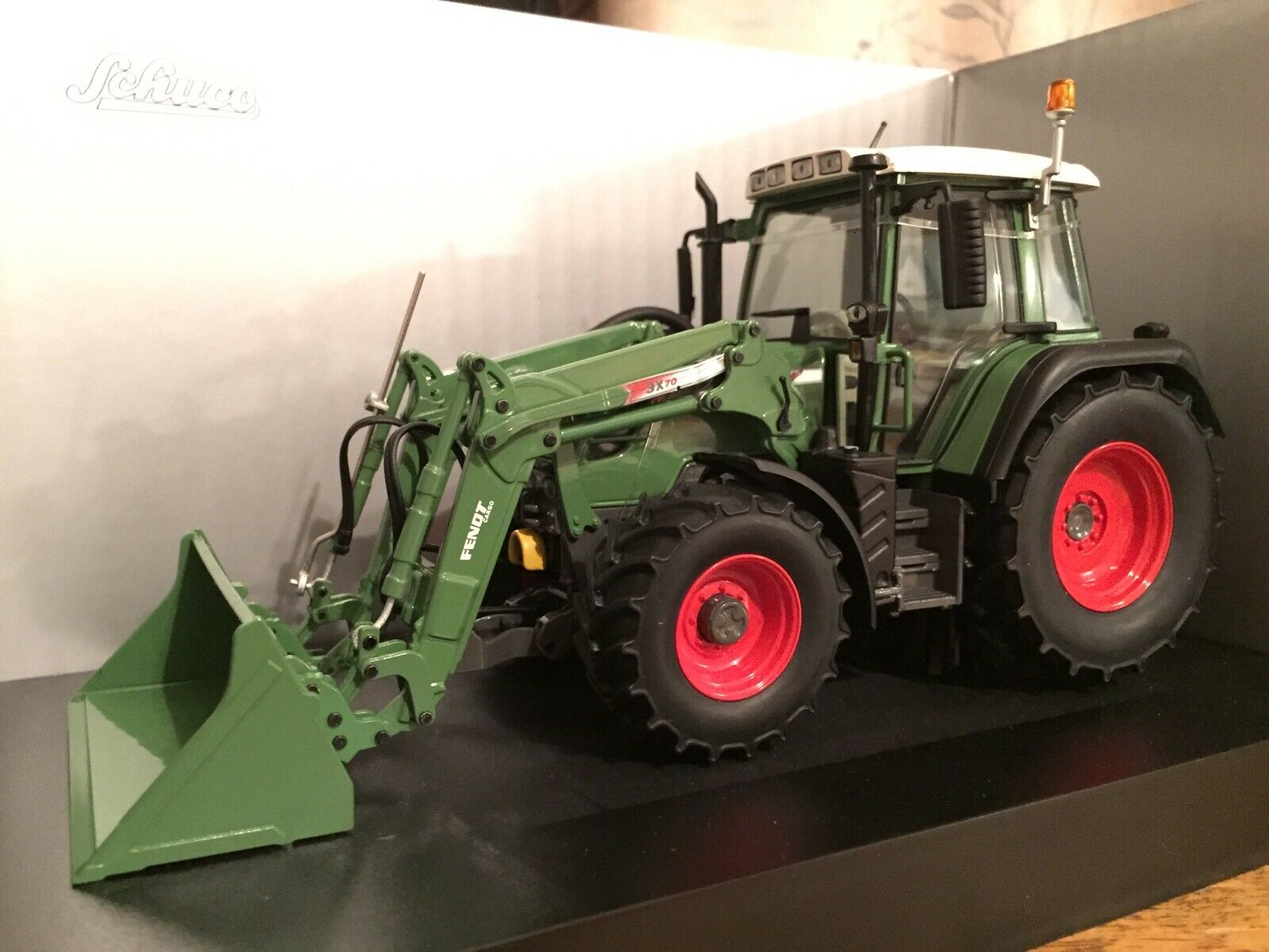 Schuco Fendt Vario 313 Tractor Cochegador 1 32 UH Weise Britains