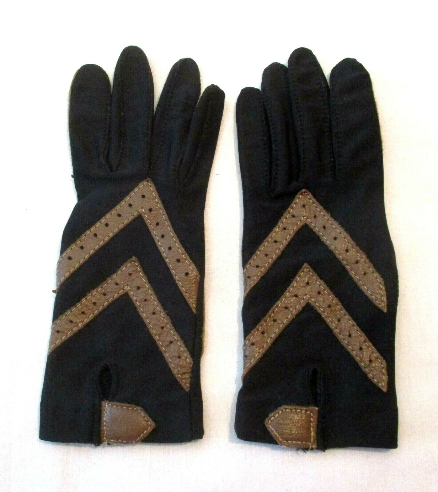 Isotoner Black and Tan Driving Gloves, One Size Fits All