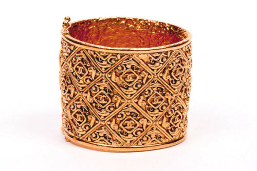 CHANEL ICONIC VINTAGE COUTURE CC LOGO CUFF WITH C