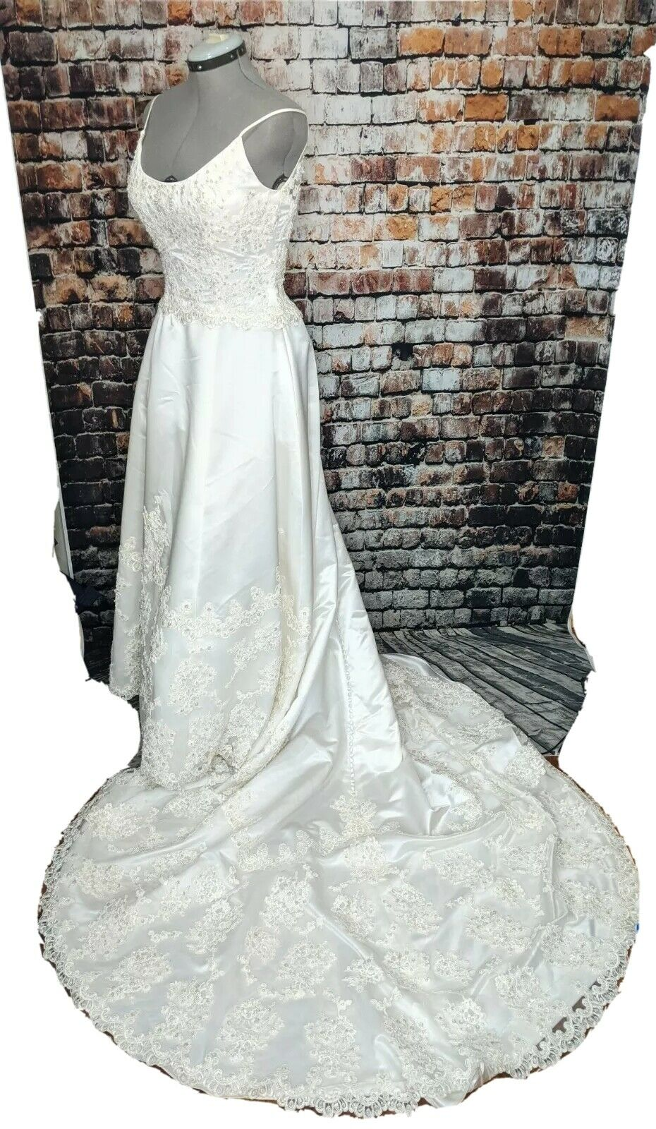 GLORIA VANDERBILT Beaded Lace Sequin Train Wedding Dress 14 White David's Bridal