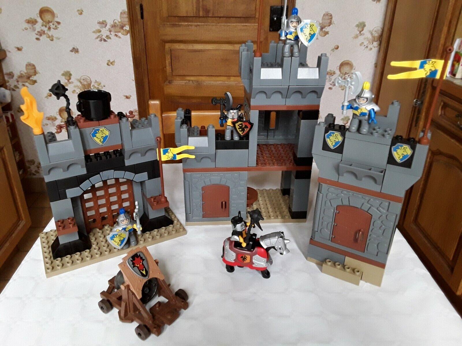 Chateau lego duplo  4777 avec personnages
