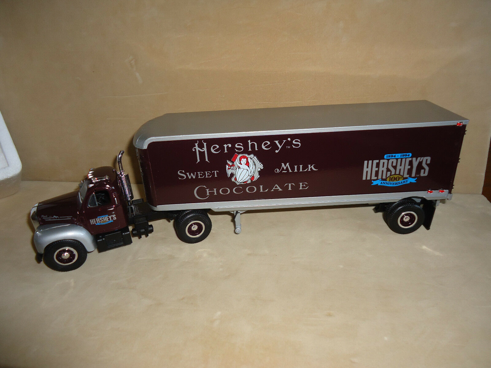 Hershey Aniversario  1 First Gear 2018 B61 Mack First Gear  19-1288