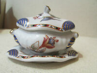 petite soupiere et son plat porcelaine art PA decor floral et doré  dinette
