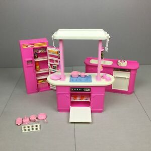 Barbie kitchen playset vintage 1992 euc 7472 food for Barbie kitchen set 90s