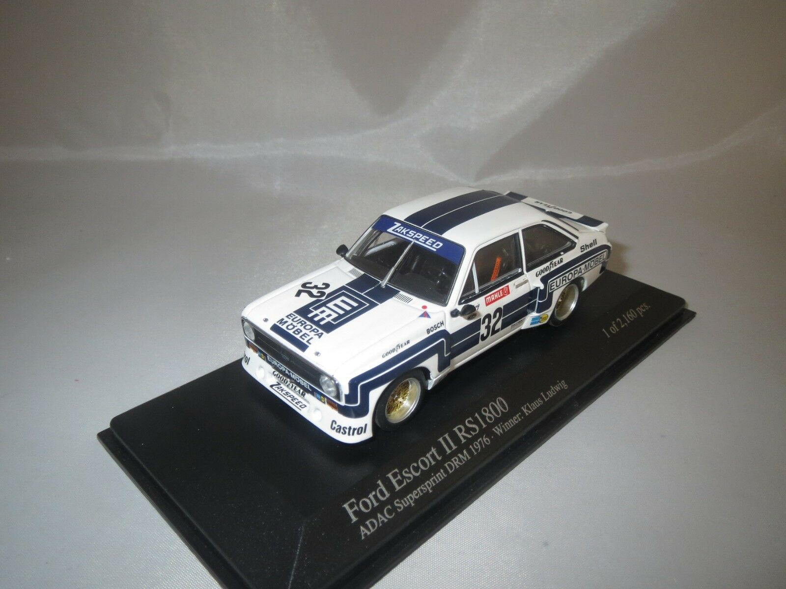 Minichamps Ford Escort II rs1800 (super sprint)  K. Ludwig  1 43 en vitrine