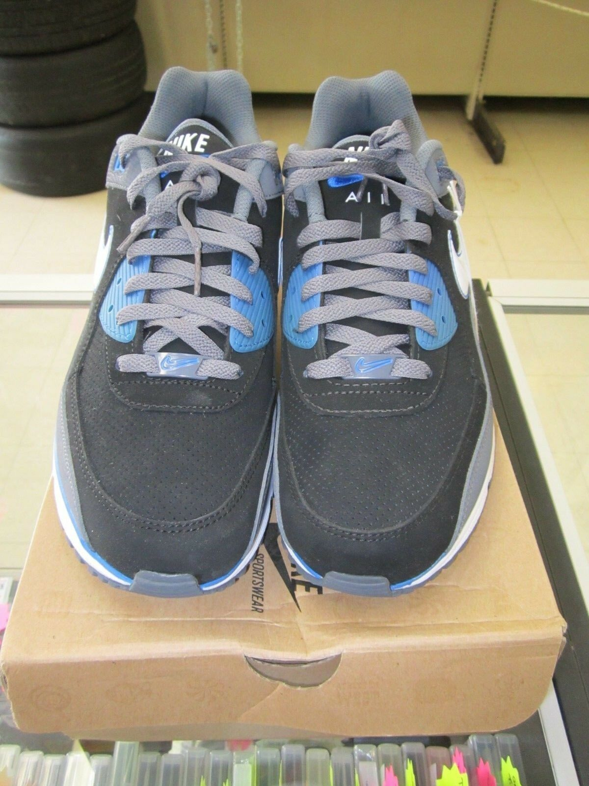 Nike Air Max Wright shoes, Size 11 W  Box