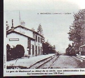 1976 -- MACHECOUL VAPEUR EN GARE AU DEBUT DU XXe SIECLE T514 - France - 1976 -- MACHECOUL VAPEUR EN GARE AU DEBUT DU XXe SIECLE T514 il ne s'agit pas d'une carte postale , mais d'un beau document paru dans la rare vie du rail, en 1976 le document GARANTI D'EPOQUE est en tres bon état et présenté sur carton d'encad - France
