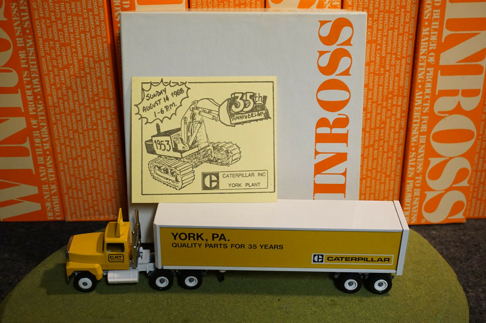 WINROSS DIECAST 1 64 SCALE Camion CATERPILLAR York, PA CARGO 1988