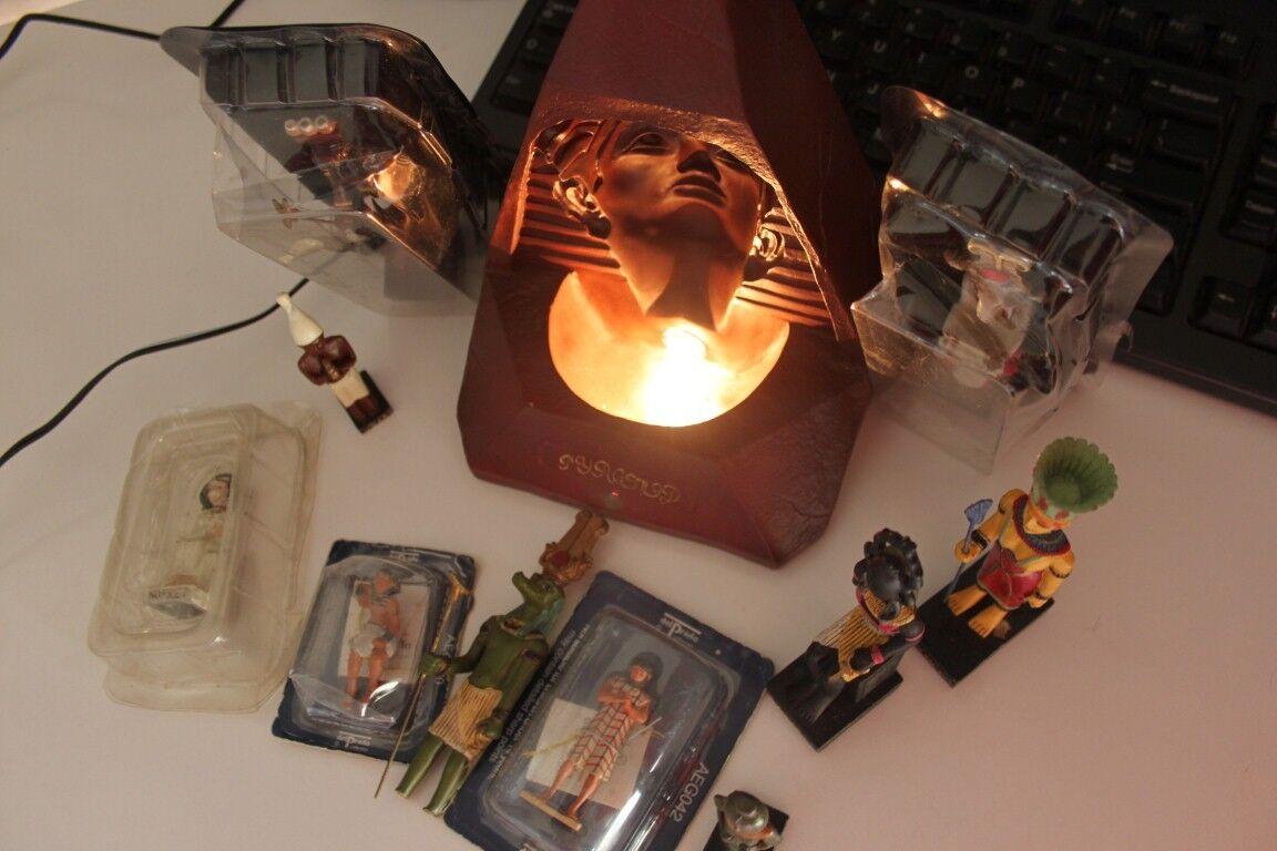 Lotto antico Egitto, lampada e personaggi statuette egiziani Del Prado