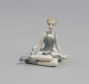 9973131-Porcelaine-Figurine-Assis-Ballerine-Danseuse-Gris-Second-Choix-H7-5cm