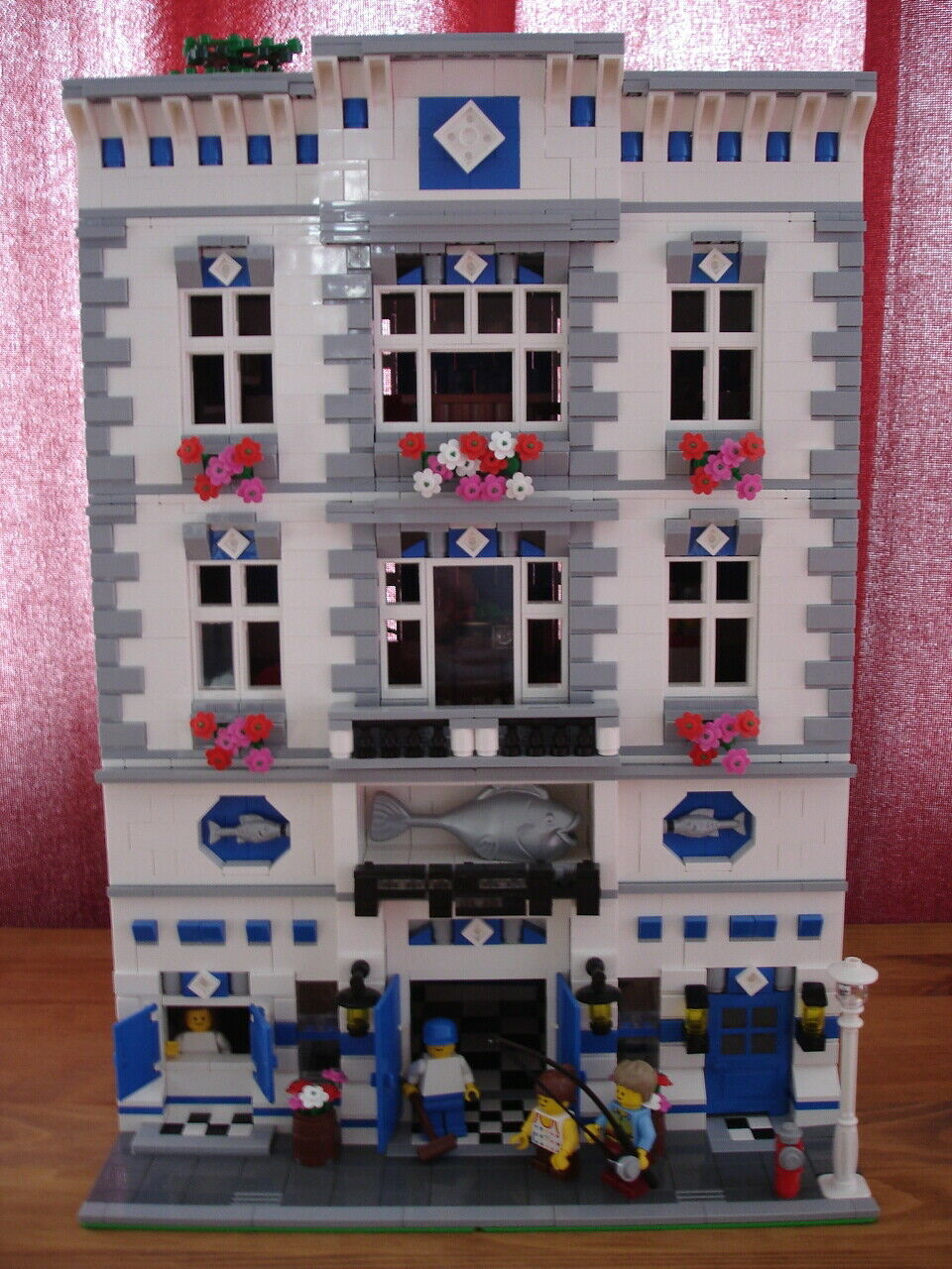 Lego Modular Fish Monger shop fits with 10182, 10185 24 hr delivery via UPS