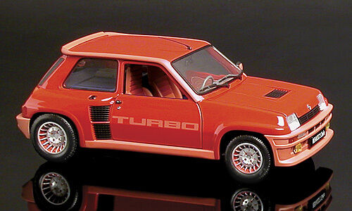 Renault 5 Turbo  Red  (Universal Hobbies 1 18   4520)