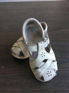 Stride rite Girls Shoes size 6W White