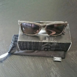 8faf618a5e Image is loading Authentic-Oakley-Catalyst-PRIZM-Daily-Polarized-Woodgrain- Collection